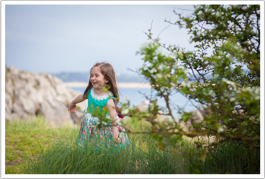 fotografos-niños-santander-paula-marcos-greiz-entre-arboles
