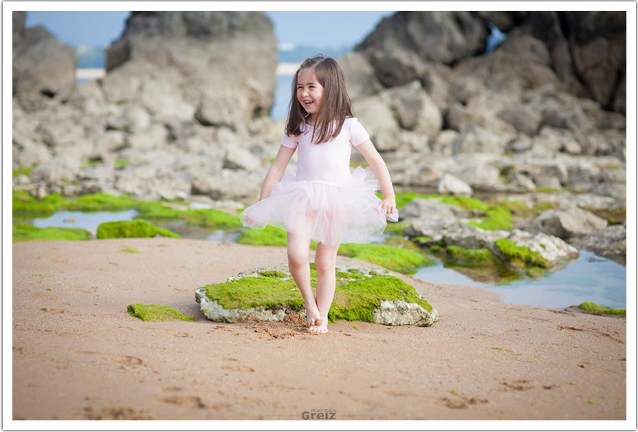 fotografos-niños-santander-paula-marcos-greiz-playa-depie