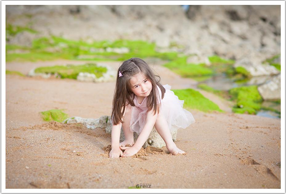 fotografos-niños-santander-paula-marcos-greiz-playa-sentada