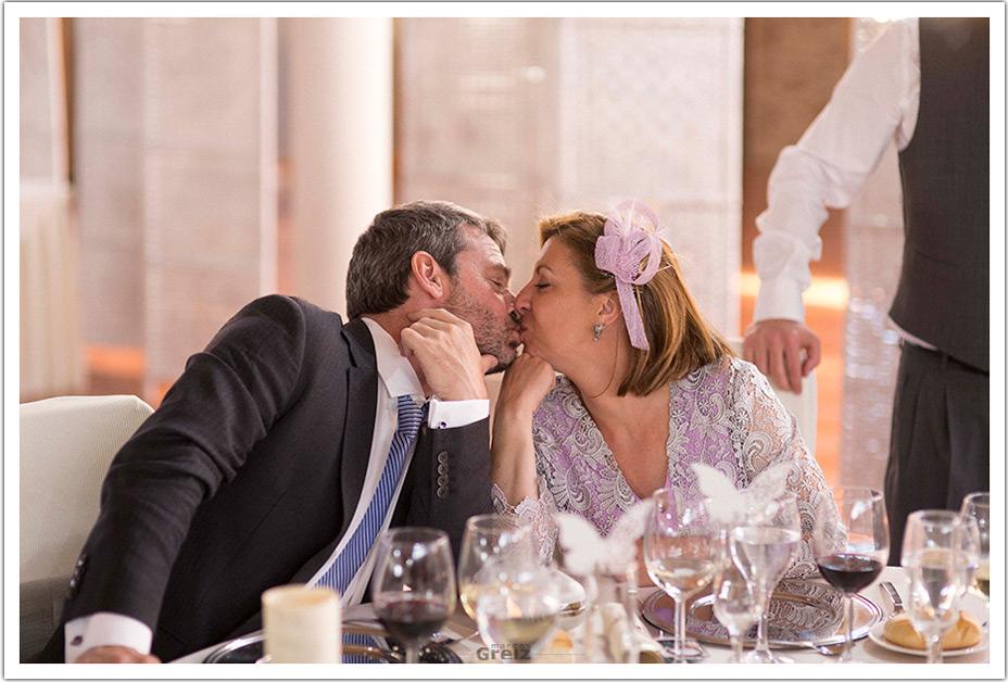 fotografos-boda-valladolid-marcos-greiz-besos-papas