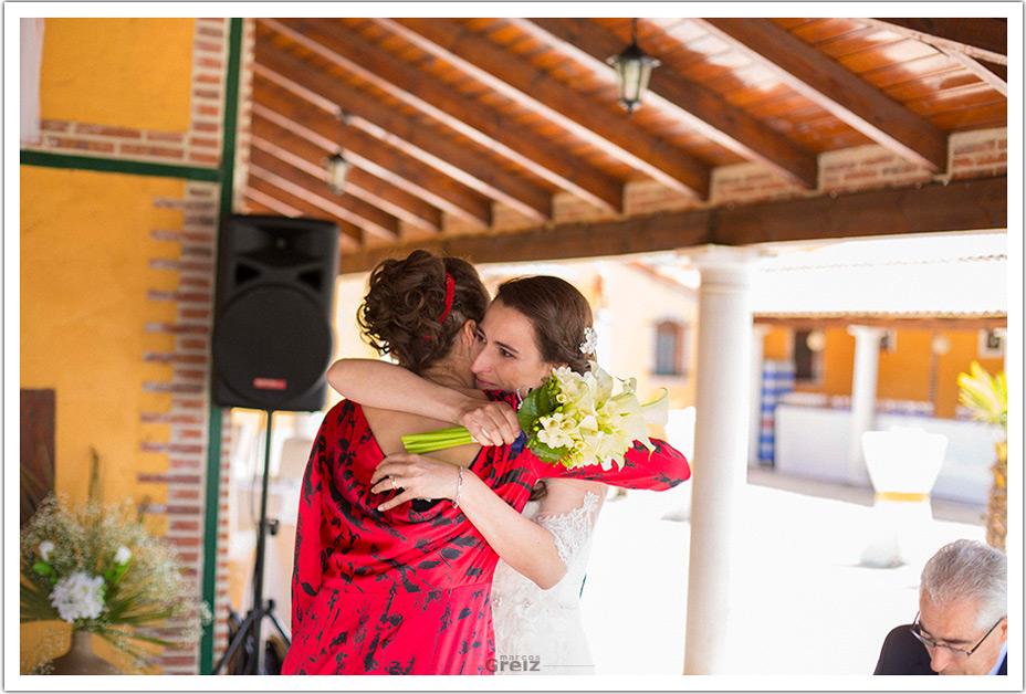 fotografos-boda-valladolid-marcos-greiz-ceremonia-abrazo