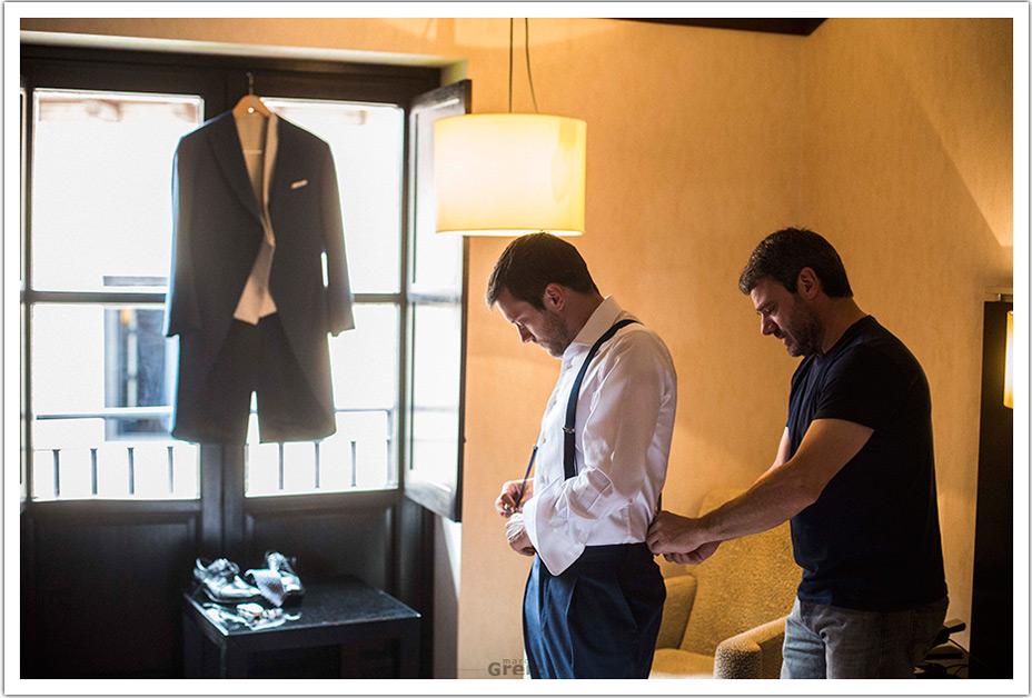 fotografos-boda-valladolid-marcos-greiz-novio-vestir