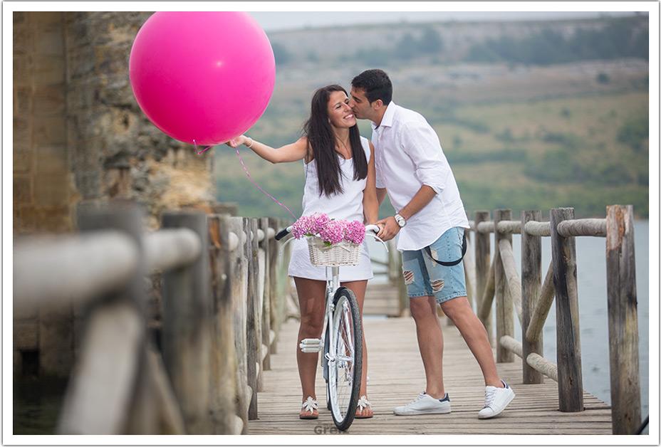 fotografo-bodas-santander-cantabria-preboda-ebro-beso-mejilla