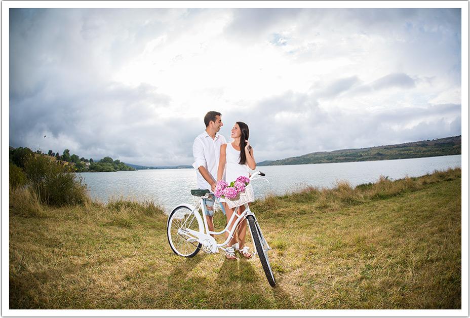 fotografo-bodas-santander-cantabria-preboda-ebro-bici-pantano