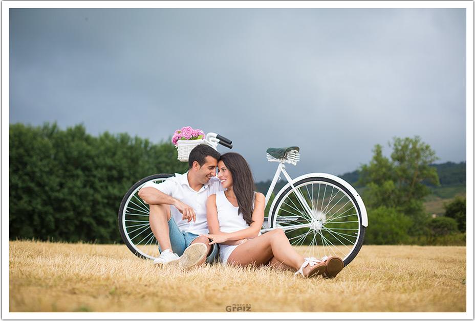 fotografo-bodas-santander-cantabria-preboda-ebro-sentados-bici