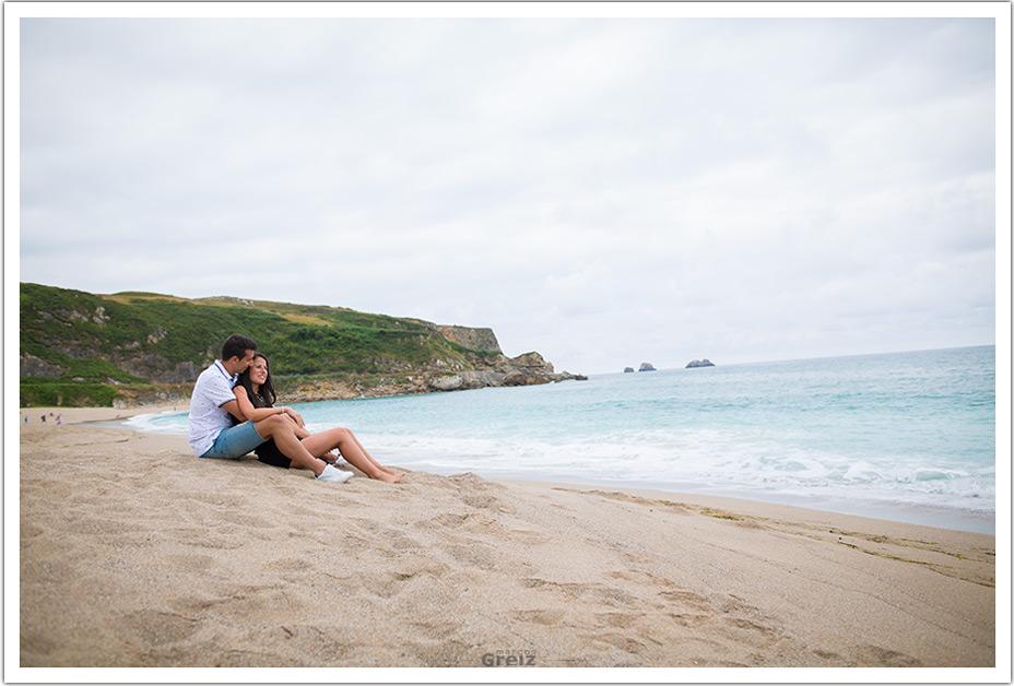 fotografo-bodas-santander-cantabria-preboda-playa-mirando-mar