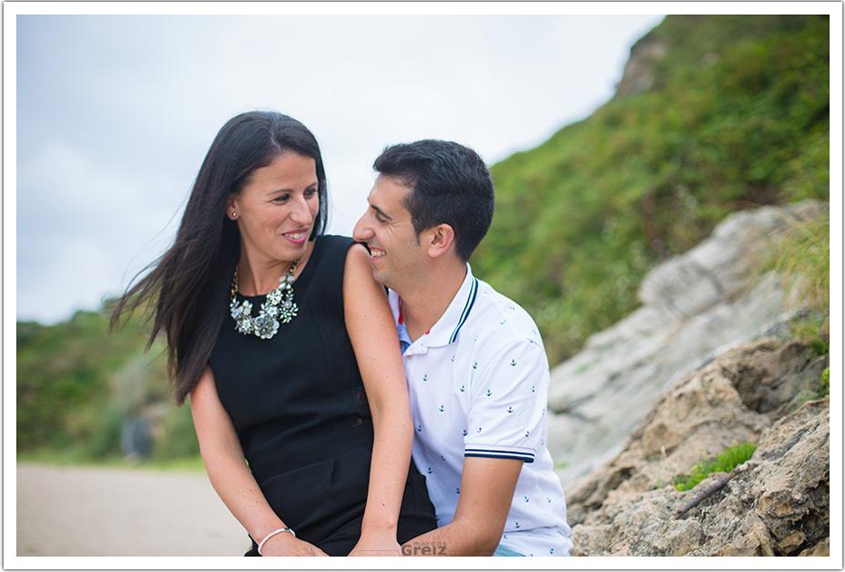 fotografo-bodas-santander-cantabria-preboda-playa-rocas