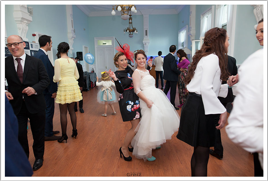 fotografos-bodas-santander-rya-baile-invitada