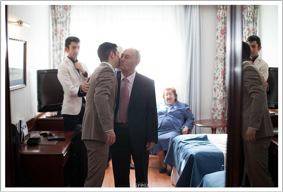fotografos-bodas-santander-rya-novio-abuelo