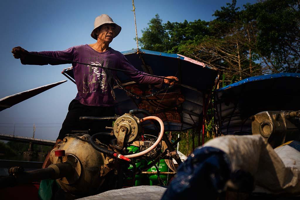 fotografía de viaje Tailandia barquero hombre