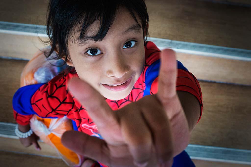 fotografía de viaje Tailandia niña spiderman