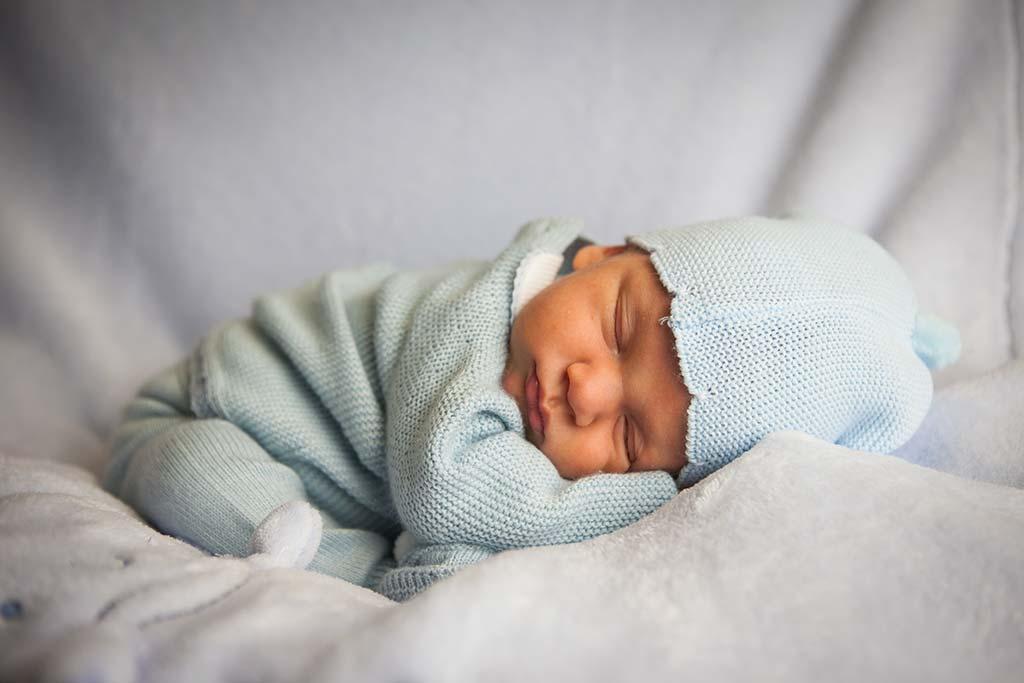 fotos de bebes Enzo vestido azul