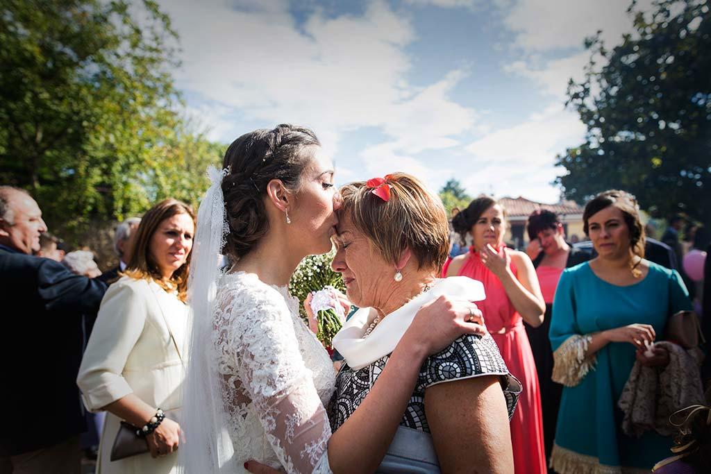 fotos de boda solares beso frente