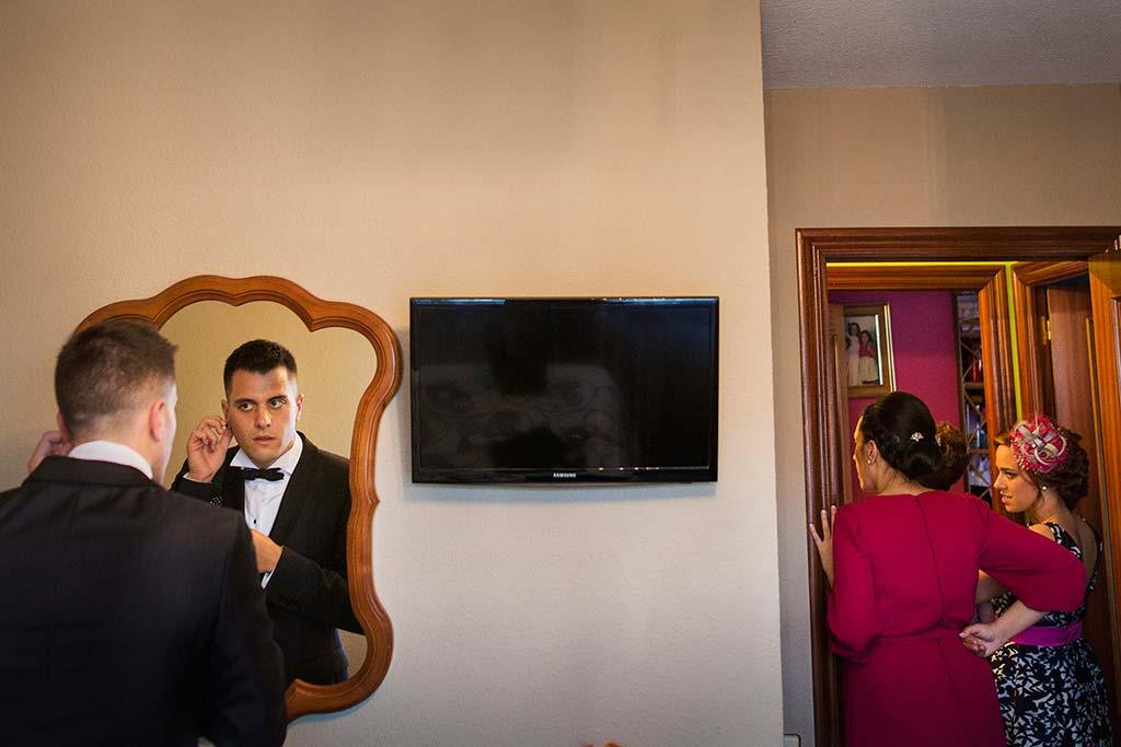 fotos de boda solares novio espejo