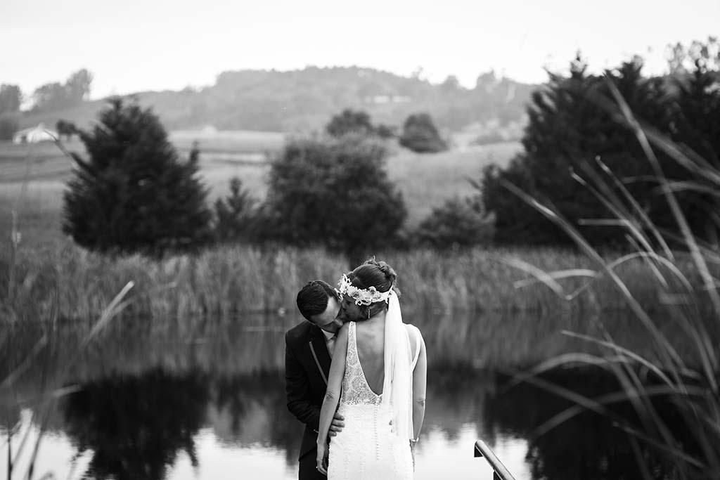 fotografo de bodas Cantabria Isa y Asier beso hombro