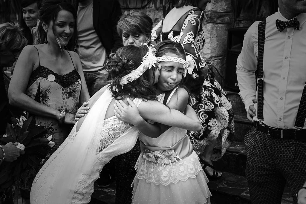 fotografo de bodas Cantabria Isa y Asier abrazos y lloros