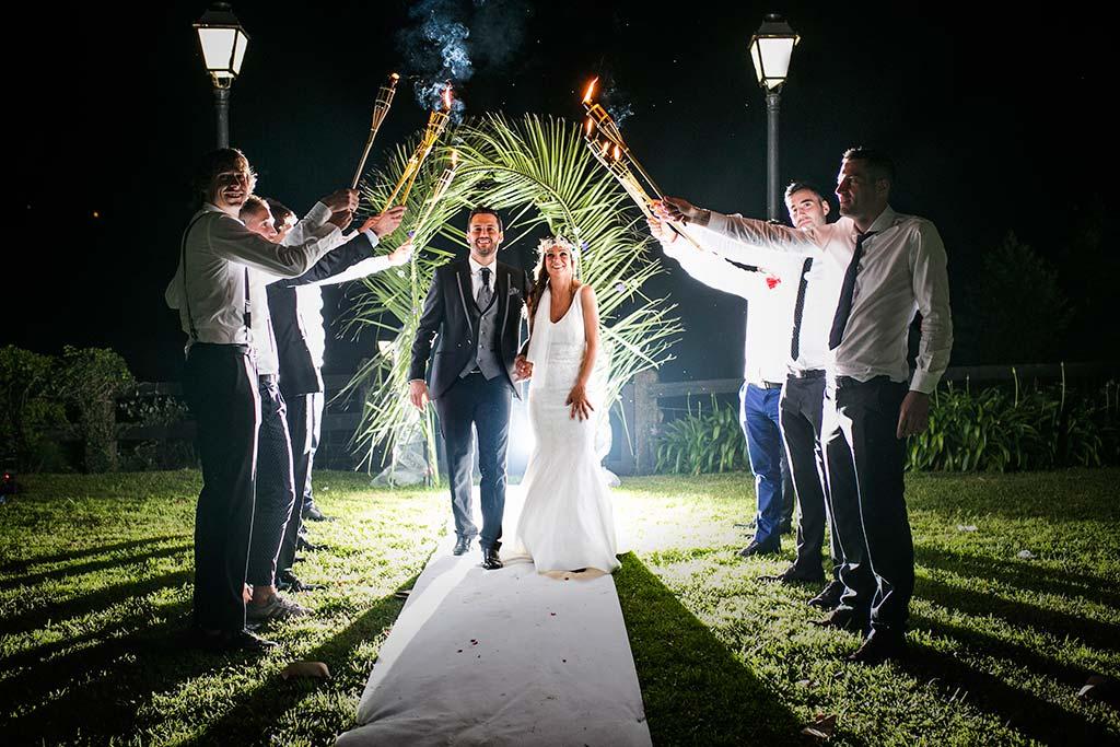 fotografo de bodas Cantabria Isa y Asier andando