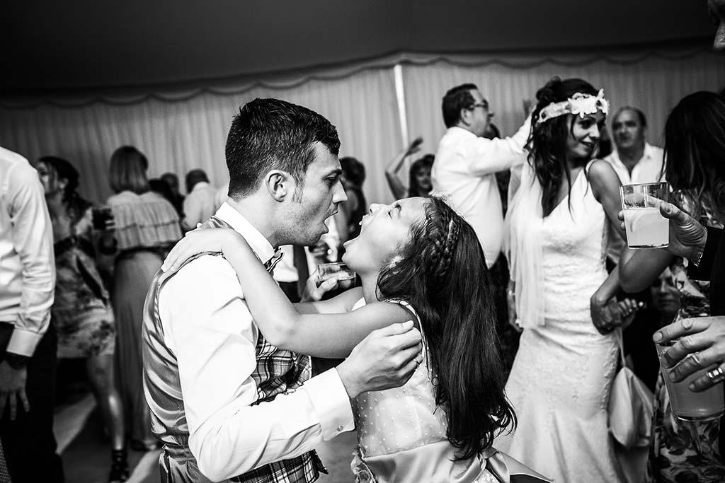 fotografo de bodas Cantabria Isa y Asier fiesta