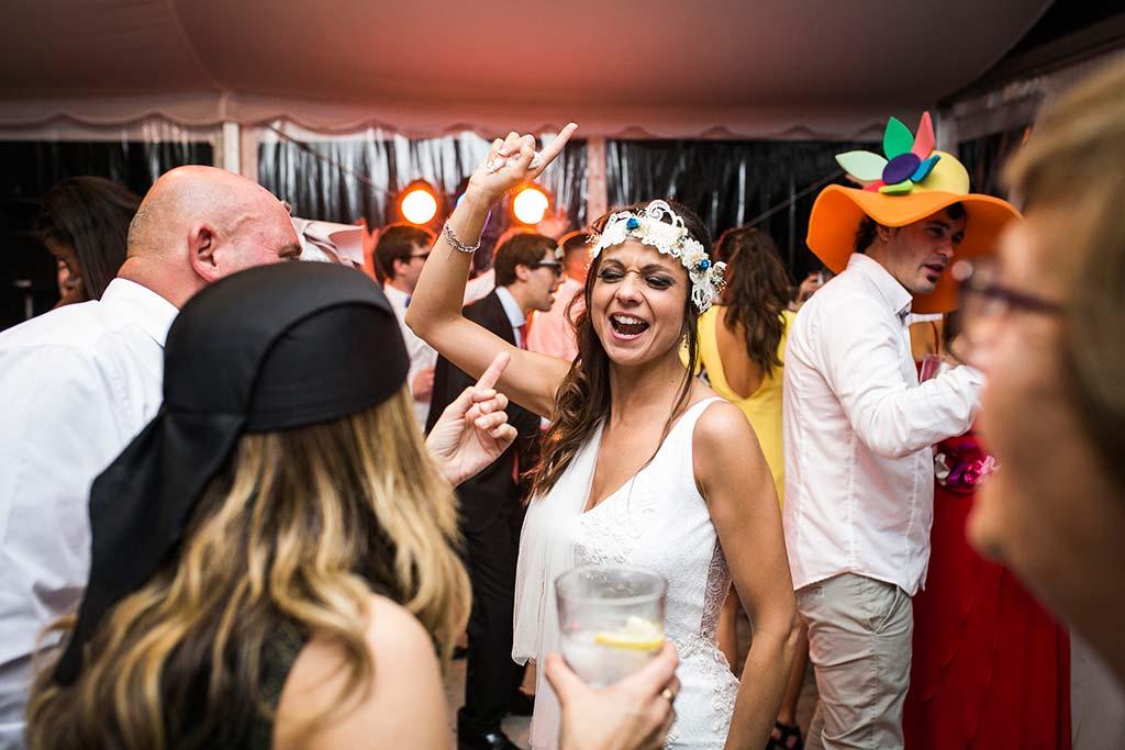 fotografo de bodas Cantabria Isa y Asier fiesta novia