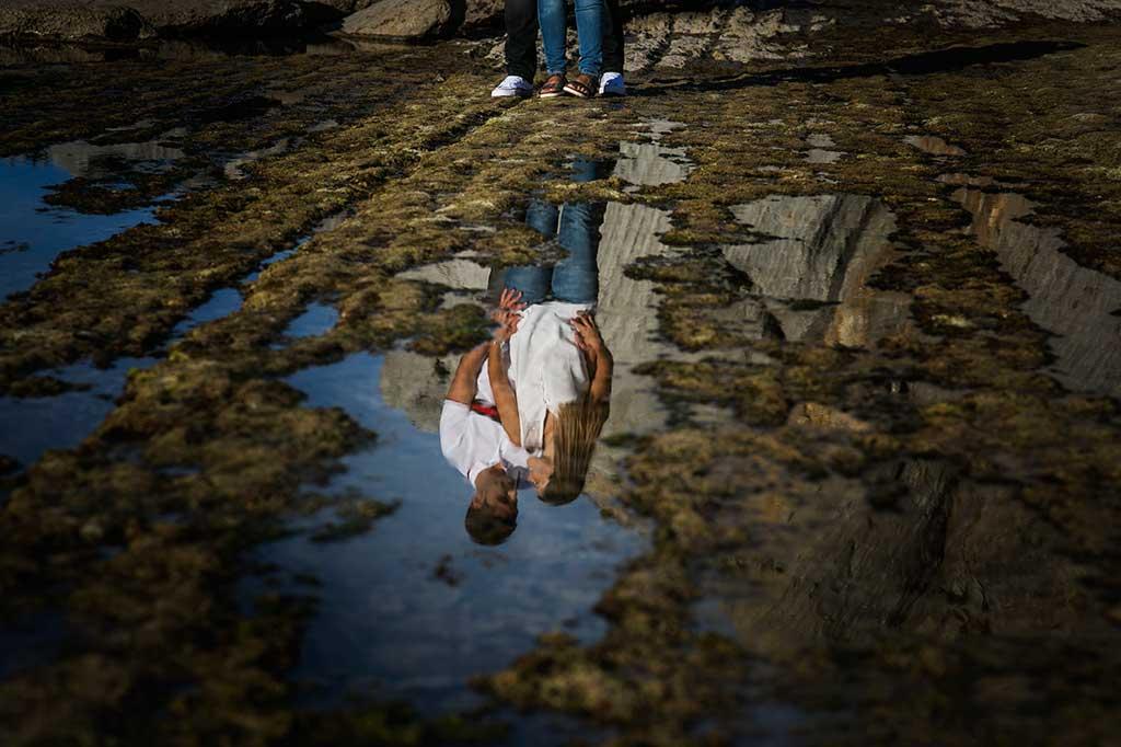 fotógrafo de bodas Cantabria preboda Mario y Carla reflejos