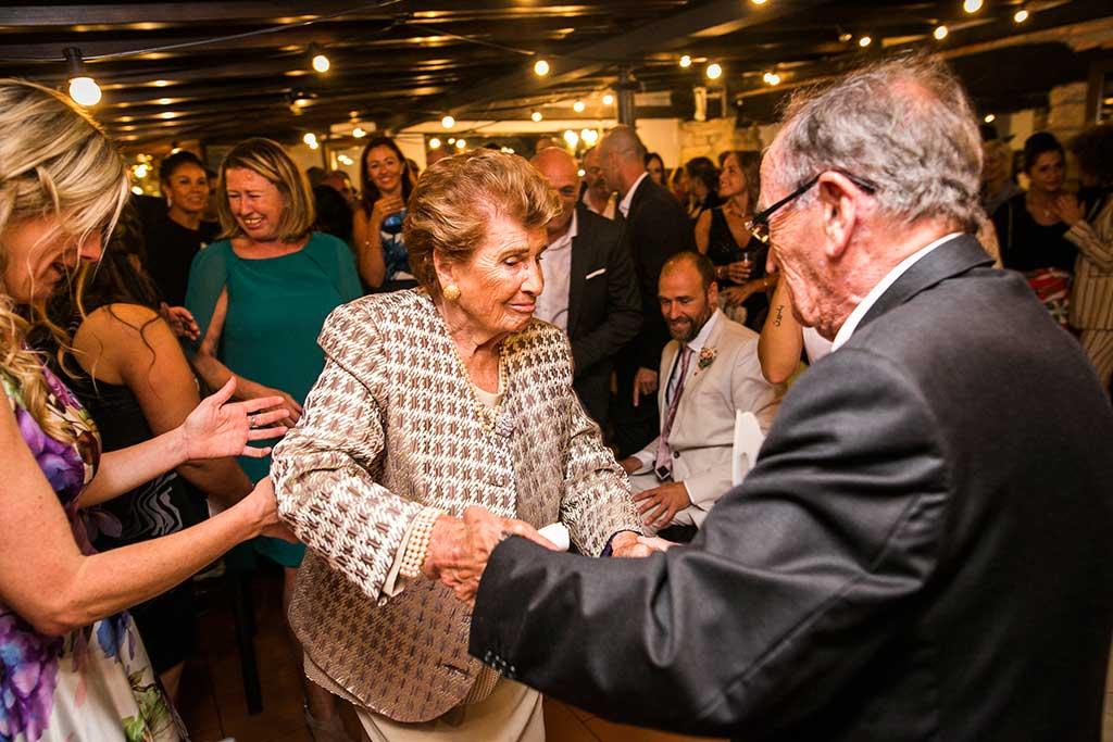 fotógrafo de bodas Cantabria baile abuelos