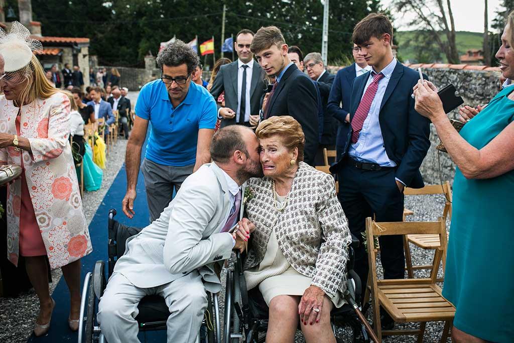 fotógrafo de bodas Cantabria beso abuela