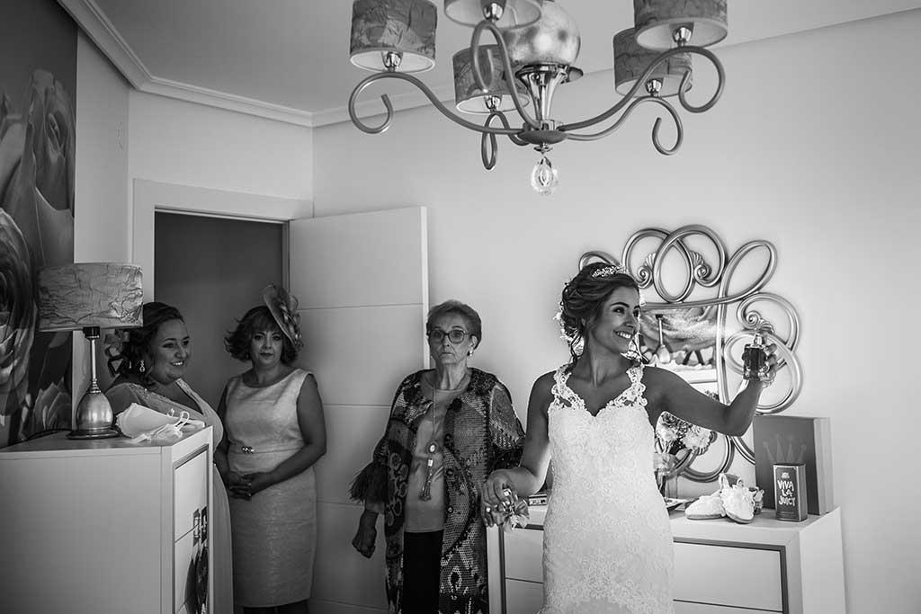 fotografo bodas Cantabria Andrea y Samuel perfume