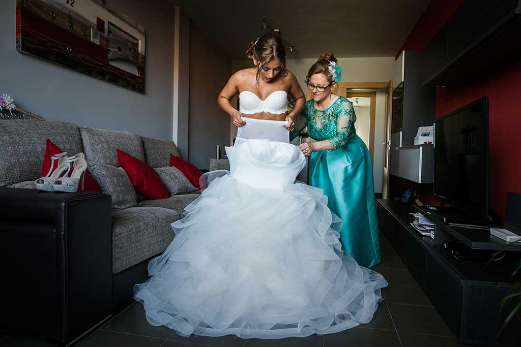 fotógrafo de bodas Santander Sandra y Fran novia vistinedose