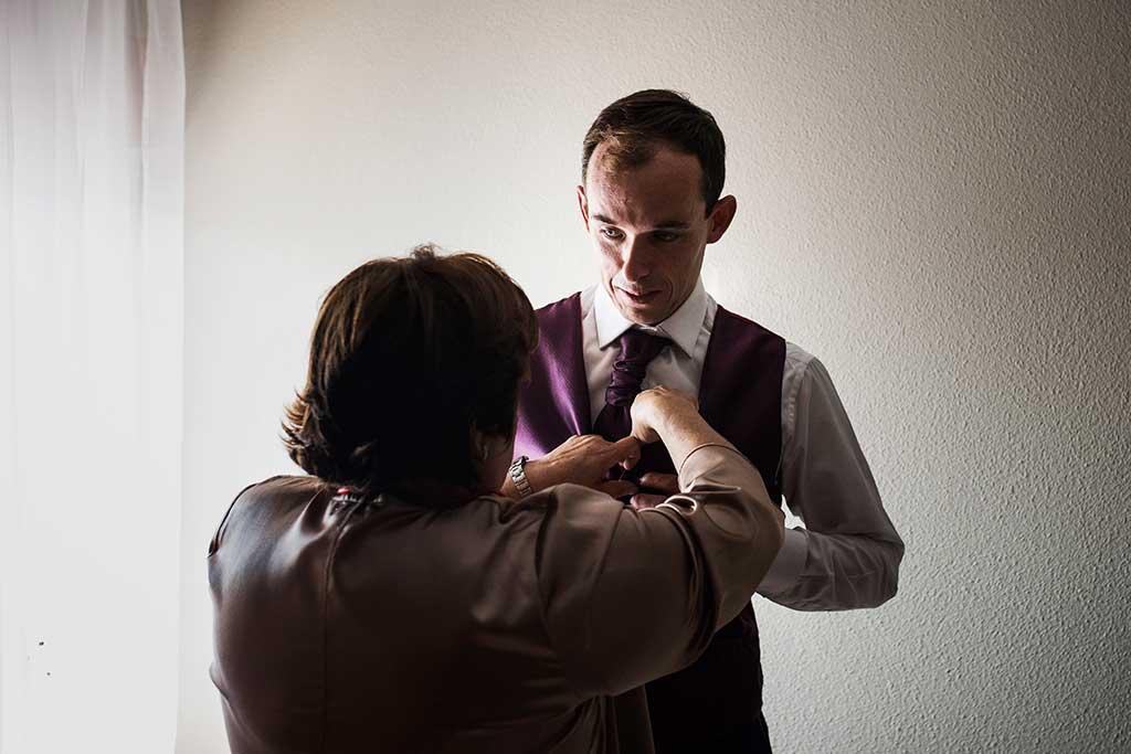 fotógrafo de bodas Cantabria Sara y Luis chaleco