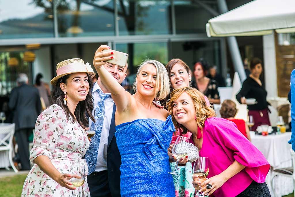 fotografo de bodas Santander Mario Carla amigas