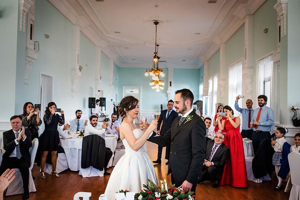 fotografo de bodas en Cantabria Maria y Borja brindis