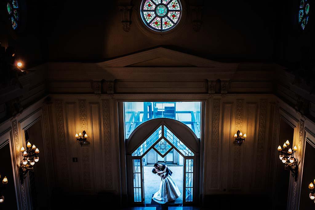 fotografo de bodas en Cantabria Maria y Borja puerta casino
