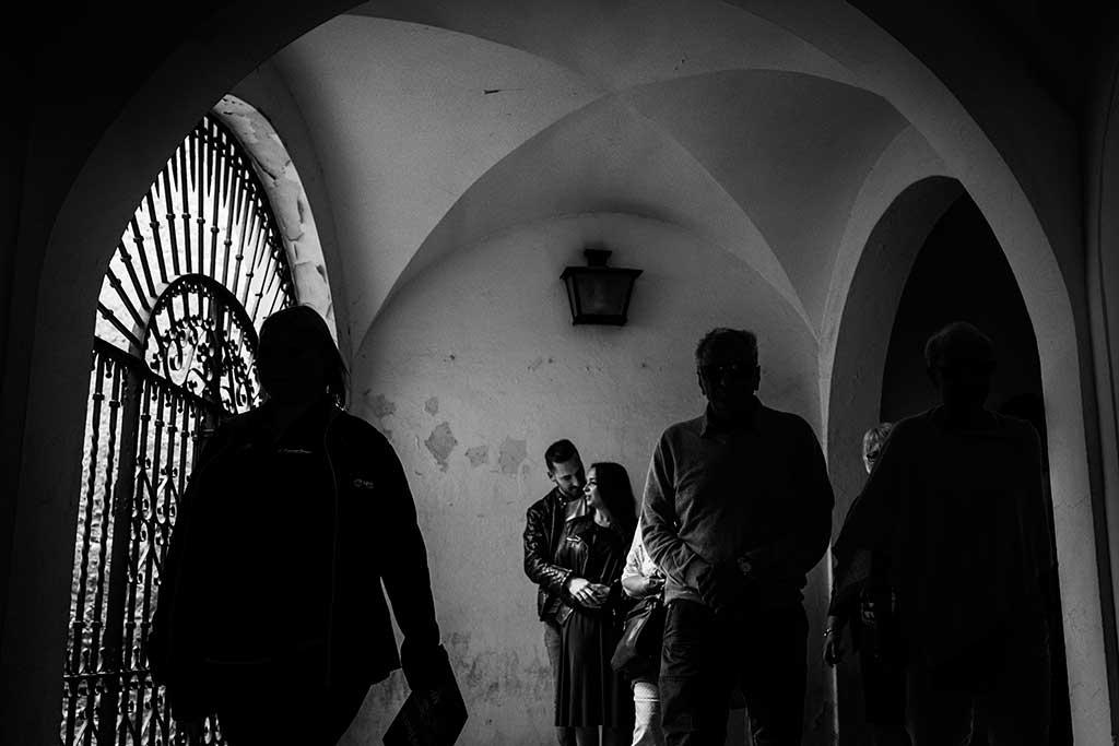 Fotógrafo de bodas Sevilla Marcos Greiz abrazos gente