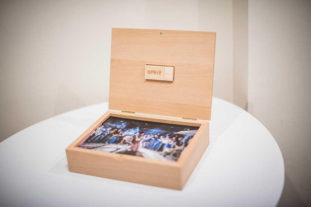 fotógrafo bodas Marcos Greiz caja fotografías pendrive