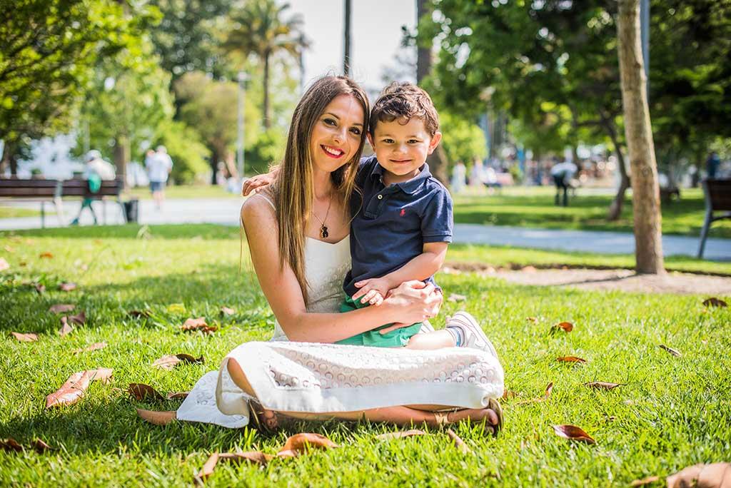 fotos de niños Cantabria Marcos Greiz Mateo jardin con mamá