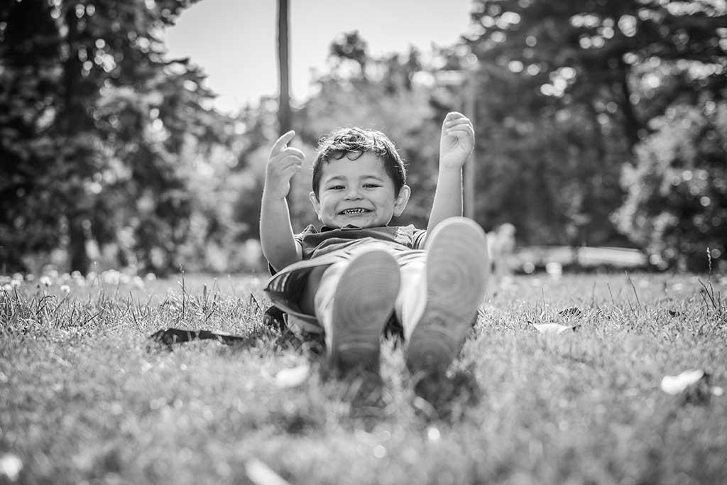 fotos de niños Cantabria Marcos Greiz Mateo tumbado