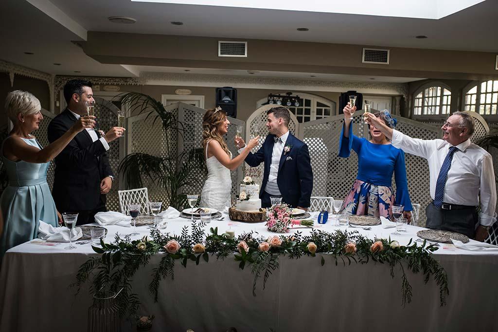 Fotógrafo de bodas Cantabria Marcos Greiz Ane y Felix brindis