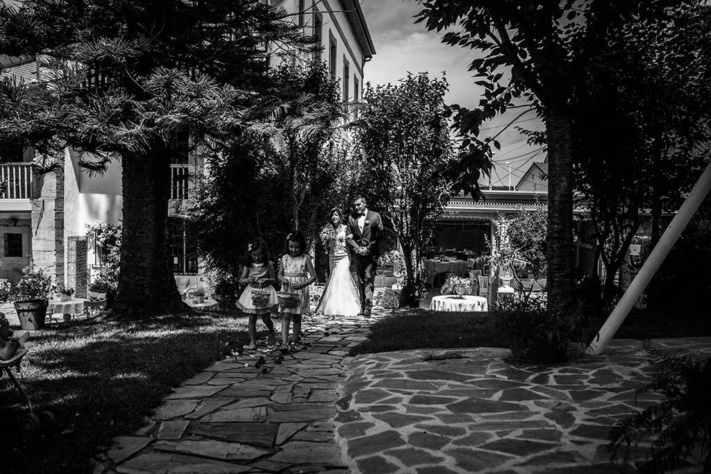 Fotógrafo de bodas Cantabria Marcos Greiz Ane y Felix entrada novia