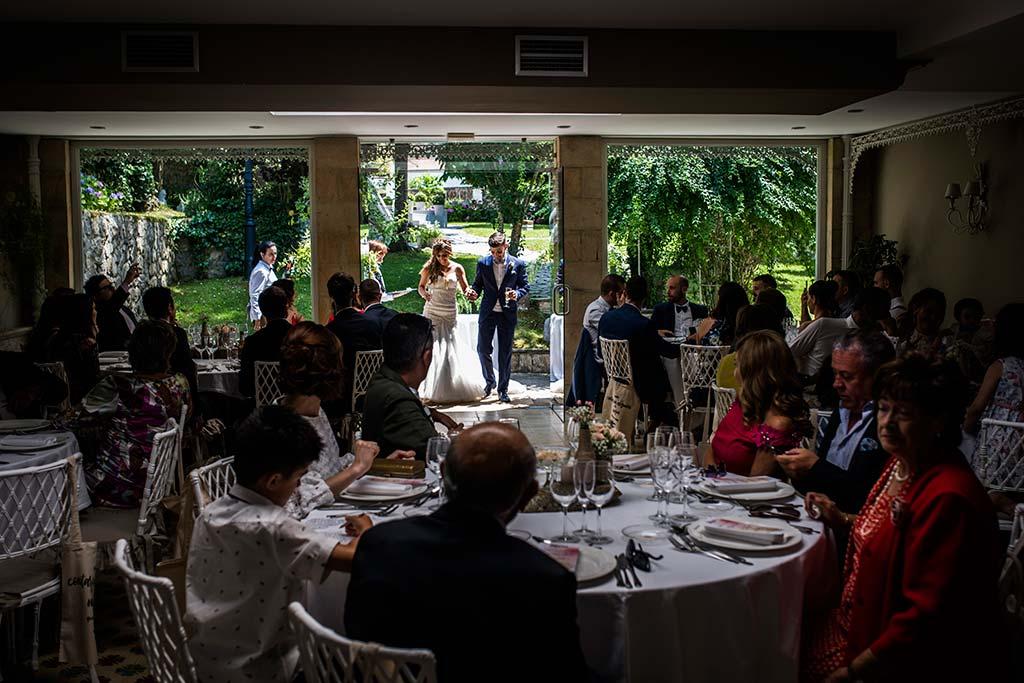 Fotógrafo de bodas Cantabria Marcos Greiz Ane y Felix entrada novios