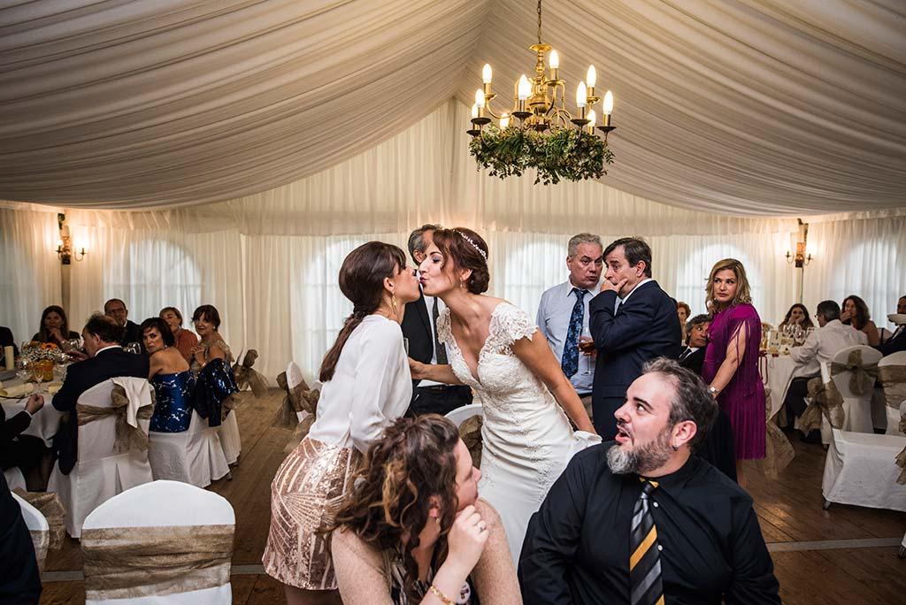 Fotógrafo de bodas Cantabria Marcos Greiz Rebeca y Pablo besito