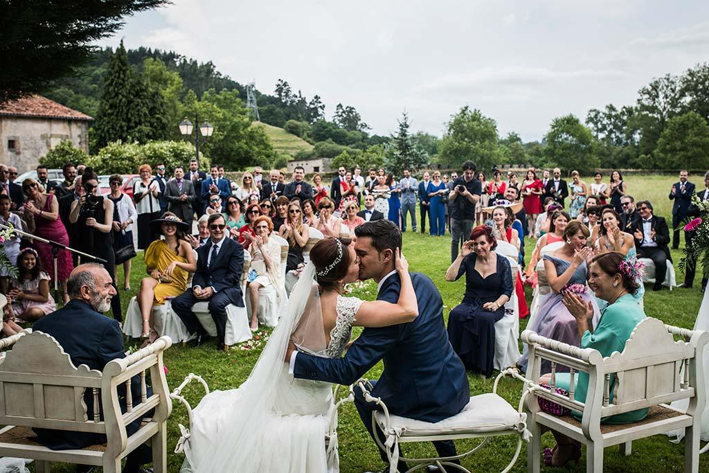 Fotógrafo de bodas Cantabria Marcos Greiz Rebeca y Pablo beso novios