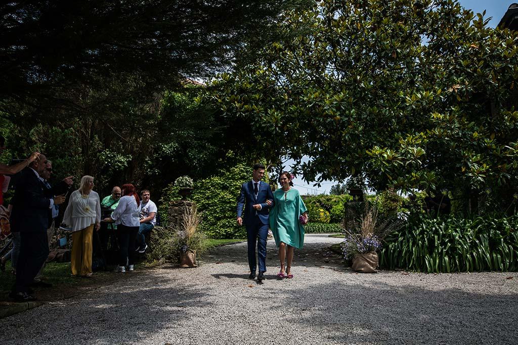 Fotógrafo de bodas Cantabria Marcos Greiz Rebeca y Pablo entrada novio