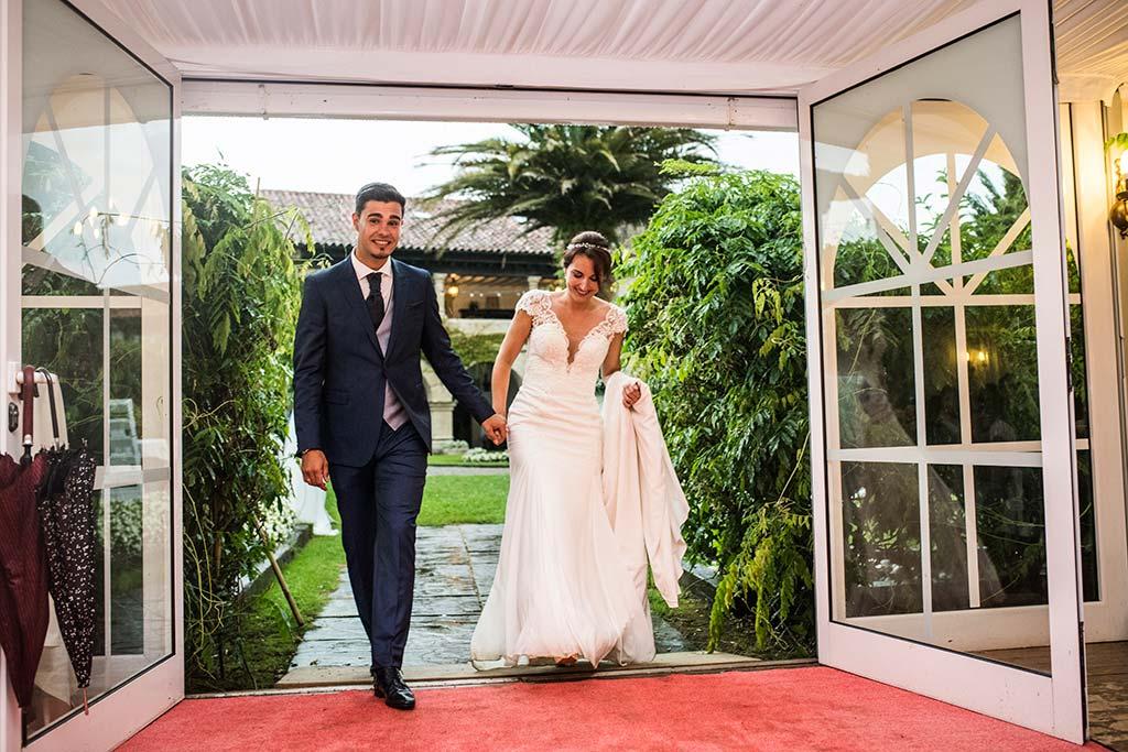Fotógrafo de bodas Cantabria Marcos Greiz Rebeca y Pablo entrada novios