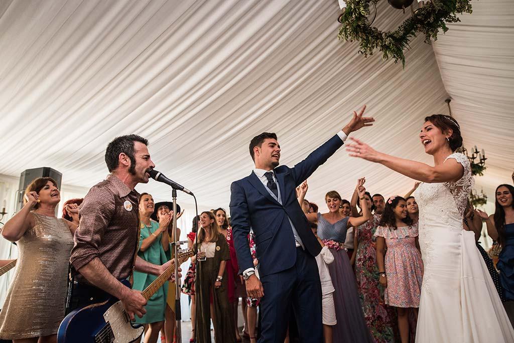 Fotógrafo de bodas Cantabria Marcos Greiz Rebeca y Pablo novios rock