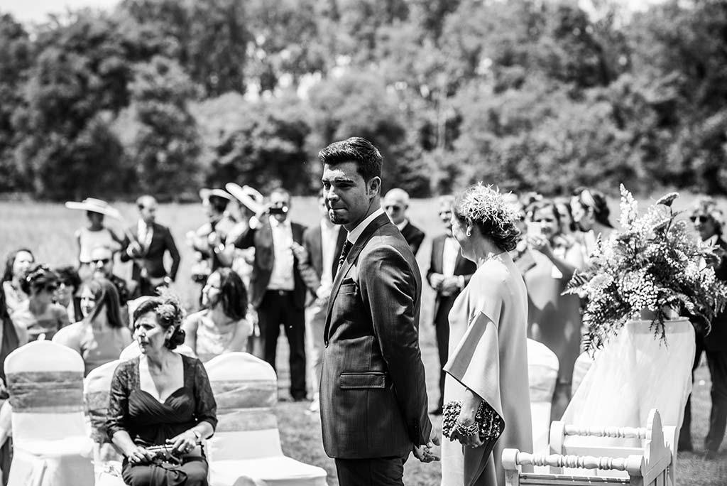 Fotógrafo de bodas Cantabria Marcos Greiz Rebeca y Pablo el novio espera
