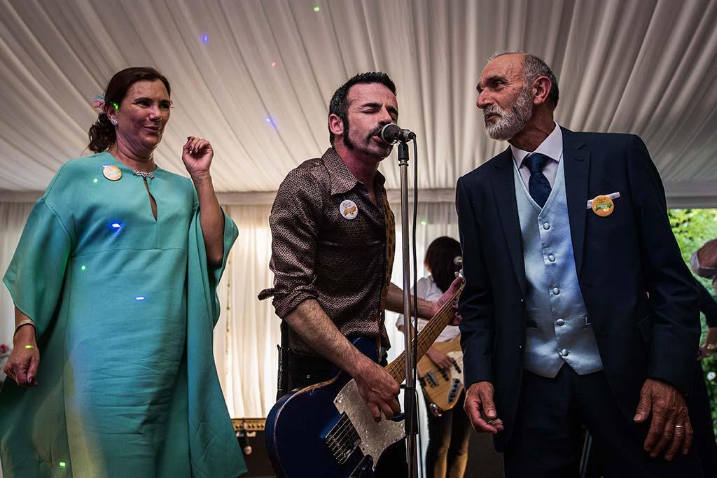Fotógrafo de bodas Cantabria Marcos Greiz Rebeca y Pablo padrinos fiesta