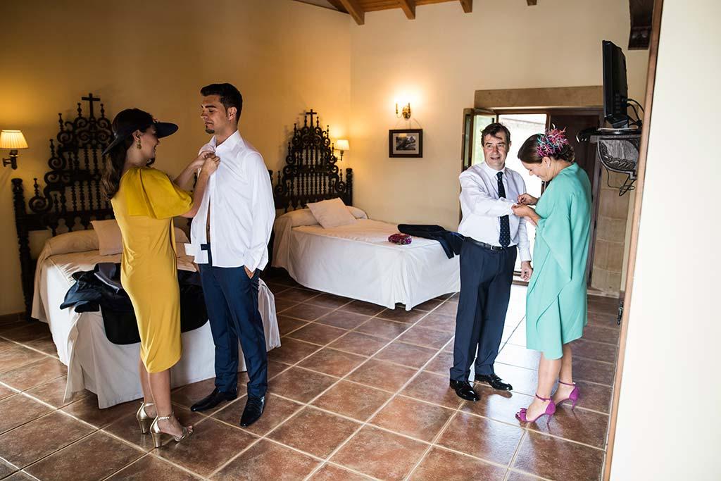 Fotógrafo de bodas Cantabria Marcos Greiz Rebeca y Pablo preparativos novio