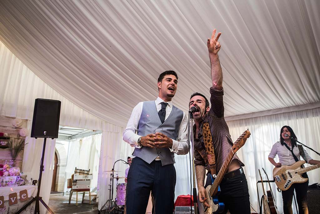 Fotógrafo de bodas Cantabria Marcos Greiz Rebeca y Pablo fiesta novio