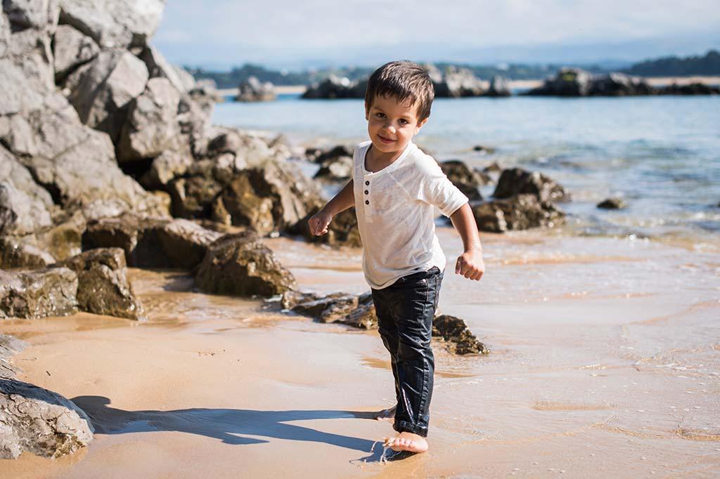 fotos de niños Santander Marcos Greiz Alex correr playa