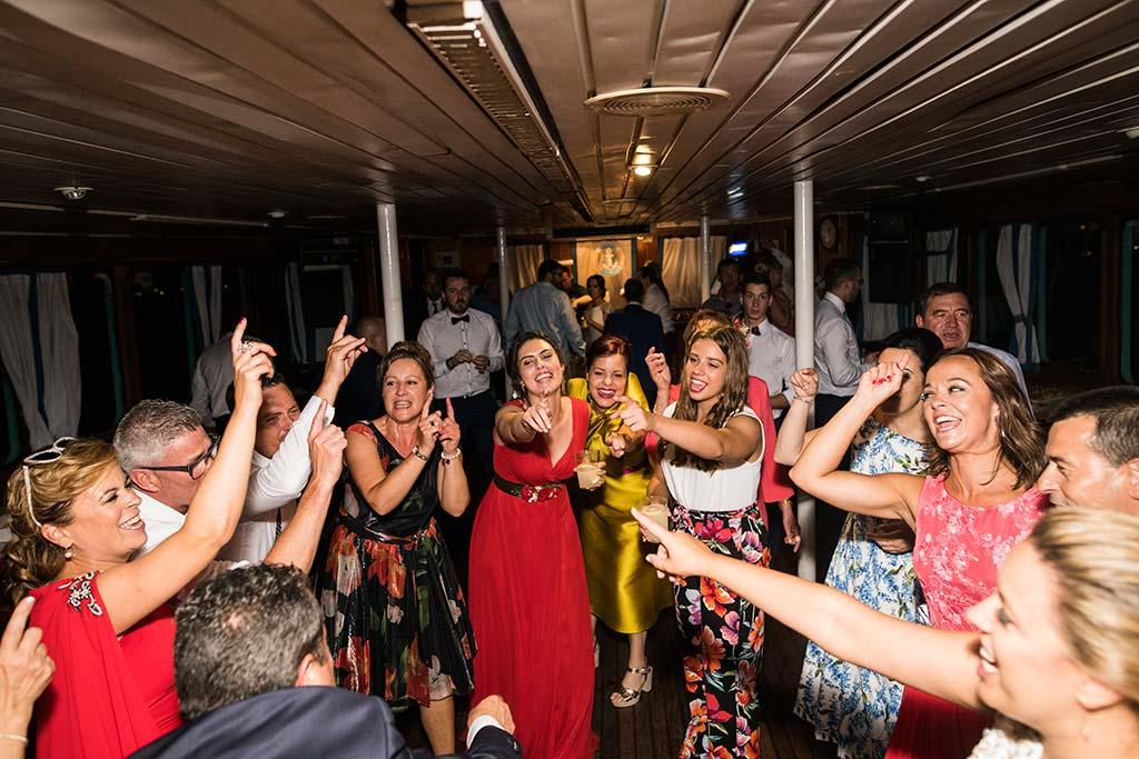 fotografo de bodas Santander Marcos-Greiz Cecilia y Saúl amigos de fiesta